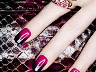 Fall is just around the corner, which means it's time for a nail change.  What better way to celebrate the new season (and Fashion Week) than with a  fresh, ... - 20 Easy DIY Fall Nail Designs You'll Love