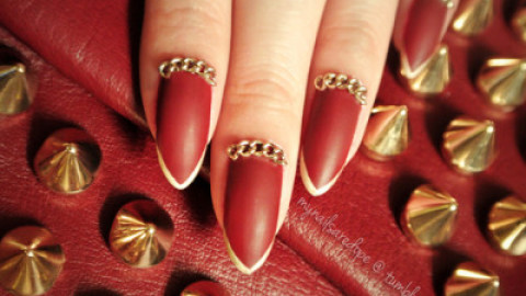 9 Fashionably Festive Nail Designs to Rock for the Holidays