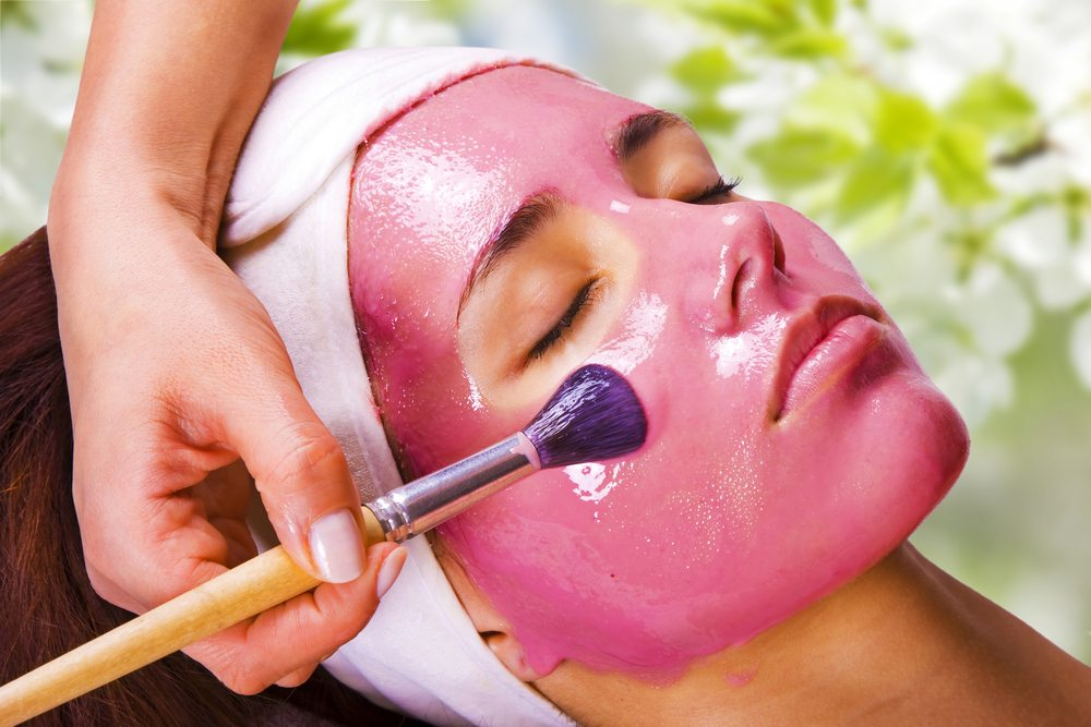 strawberry-face-mask-natural-acne-remedy