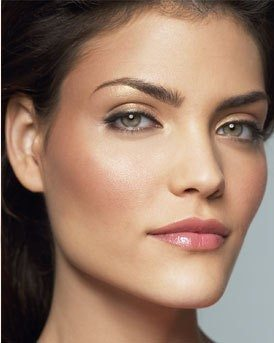 Keep your makeup natural and soft, while defining the eyes with black mascara.