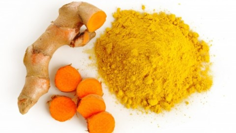 Infographic: 8 Reasons To Add Turmeric To Your Life